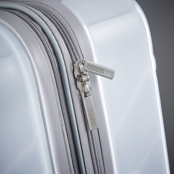 "American Tourister Moonlight 21"" Spinner in the color Iridescent White."