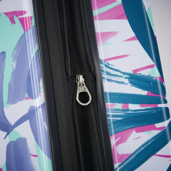 """American Tourister Moonlight 24"""" Spinner in the color Palm Trees."""