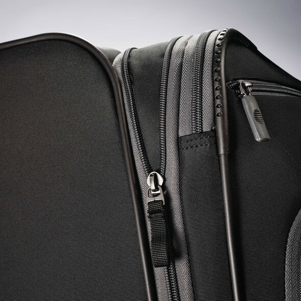 "American Tourister 4 Kix 28"" Spinner in the color Black/Grey."