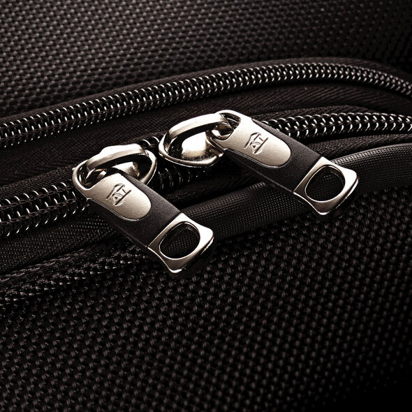 """American Tourister Triumph DLX 21"""" Spinner in the color Black."""