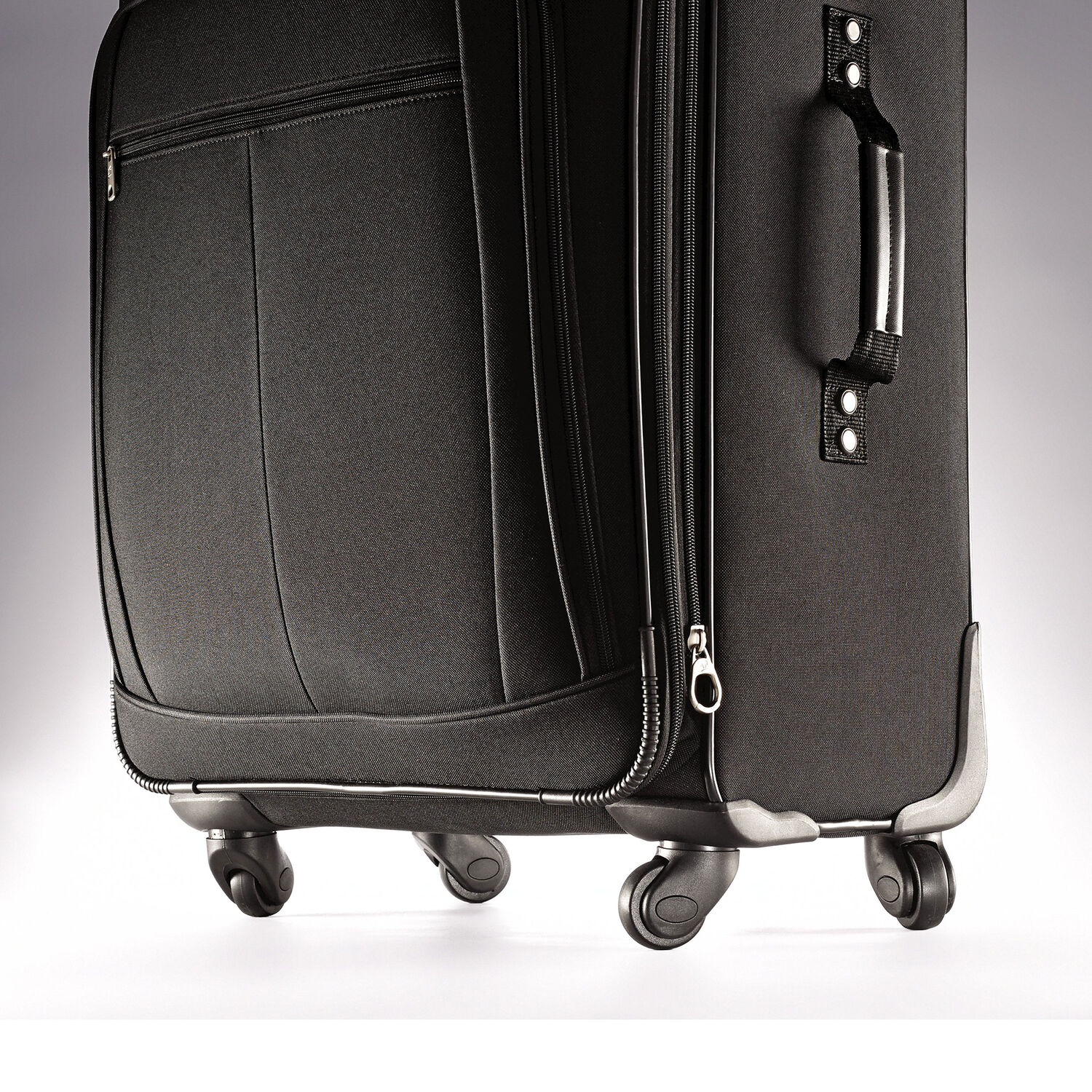 american tourister pop plus 3 piece set in the color black