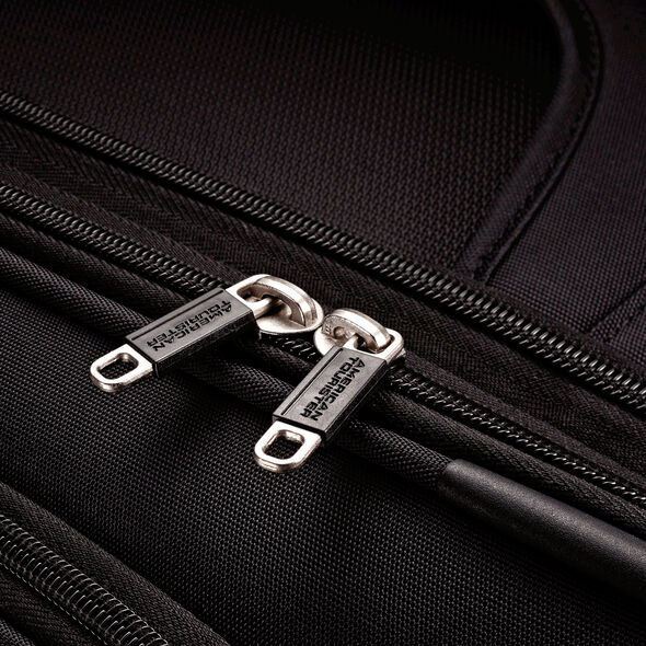"""American Tourister iLite Max 29"""" Spinner in the color Black."""